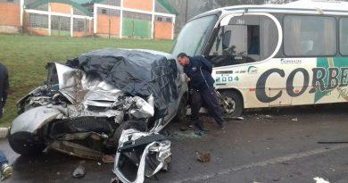 Acidente entre micro-ônibus e automóvel deixa um morto e feridos em Soledade