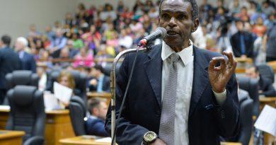 O ídolo do Grêmio e vereador de Porto Alegre Tarciso Flecha Negra morreu aos 67 anos
