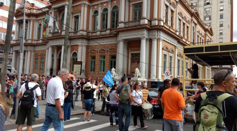 Servidores de Porto Alegre entram em greve hoje