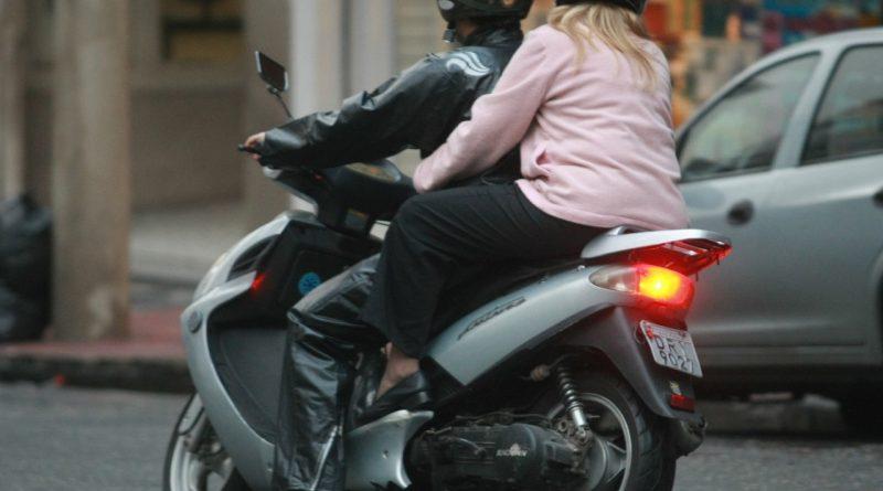 Proibidos em SP, mototaxistas de app colombiano podem ser multados