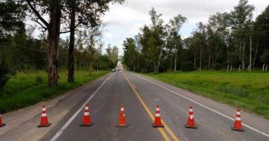 Mulher morre em acidente entre moto e caminhão na ERS-115, em Taquara