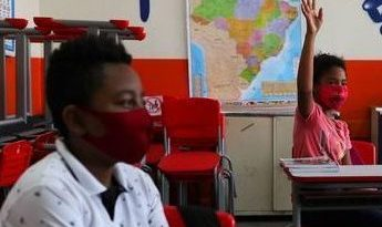 O governo gaúcho voltou atrás, permitindo as aulas presenciais em regiões com bandeira vermelha pela segunda semana consecutiva