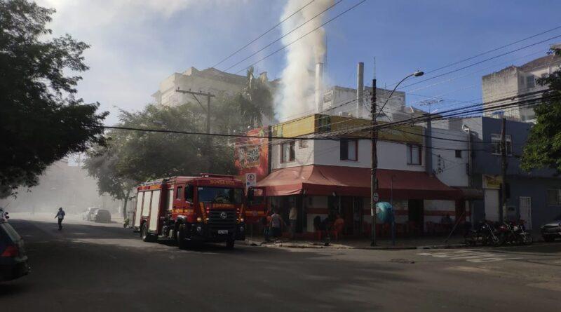 Churrascaria sofre incêndio em Cachoeirinha, região metropolitana de Porto Alegre