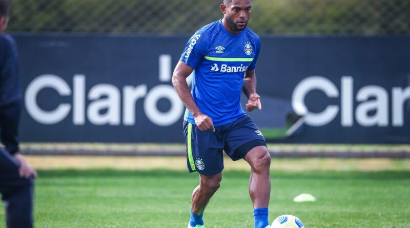 Borja faz atividades com bola e pode retornar contra o Atlético-GO
